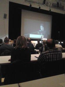 """Zuster Hadice tijdens haar speech """"Brandherd Syriën""""."""